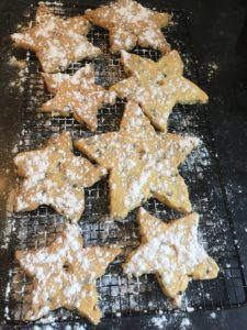Cooled shortbread sprinkled with icing sugar