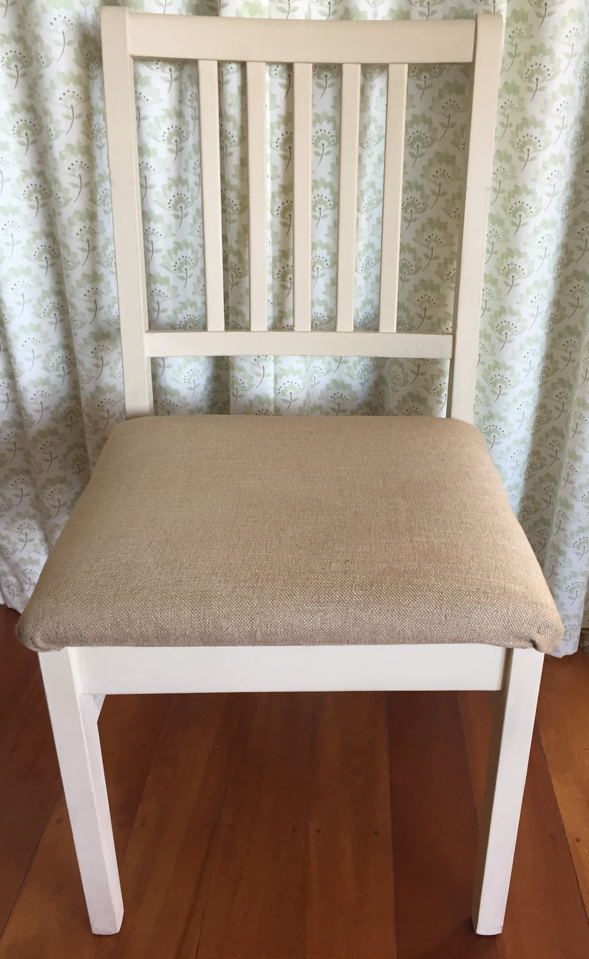 Dining chairs makeover – paint and recover…